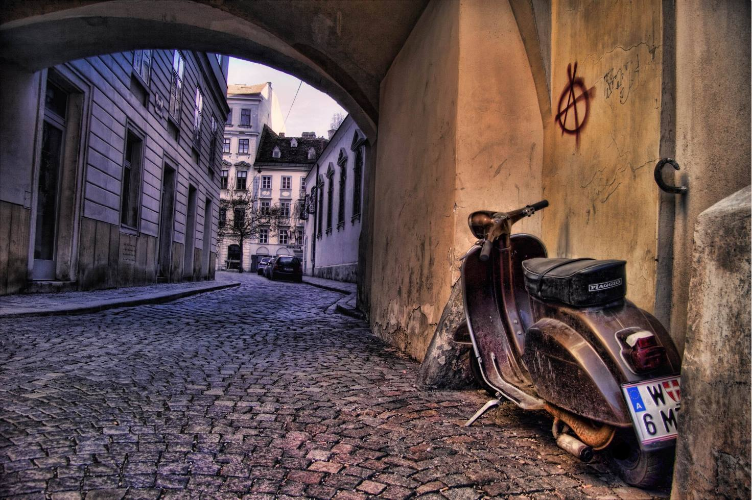 World __Austria_Old_street_in_the_city_of_Vienna__Austria_069605_